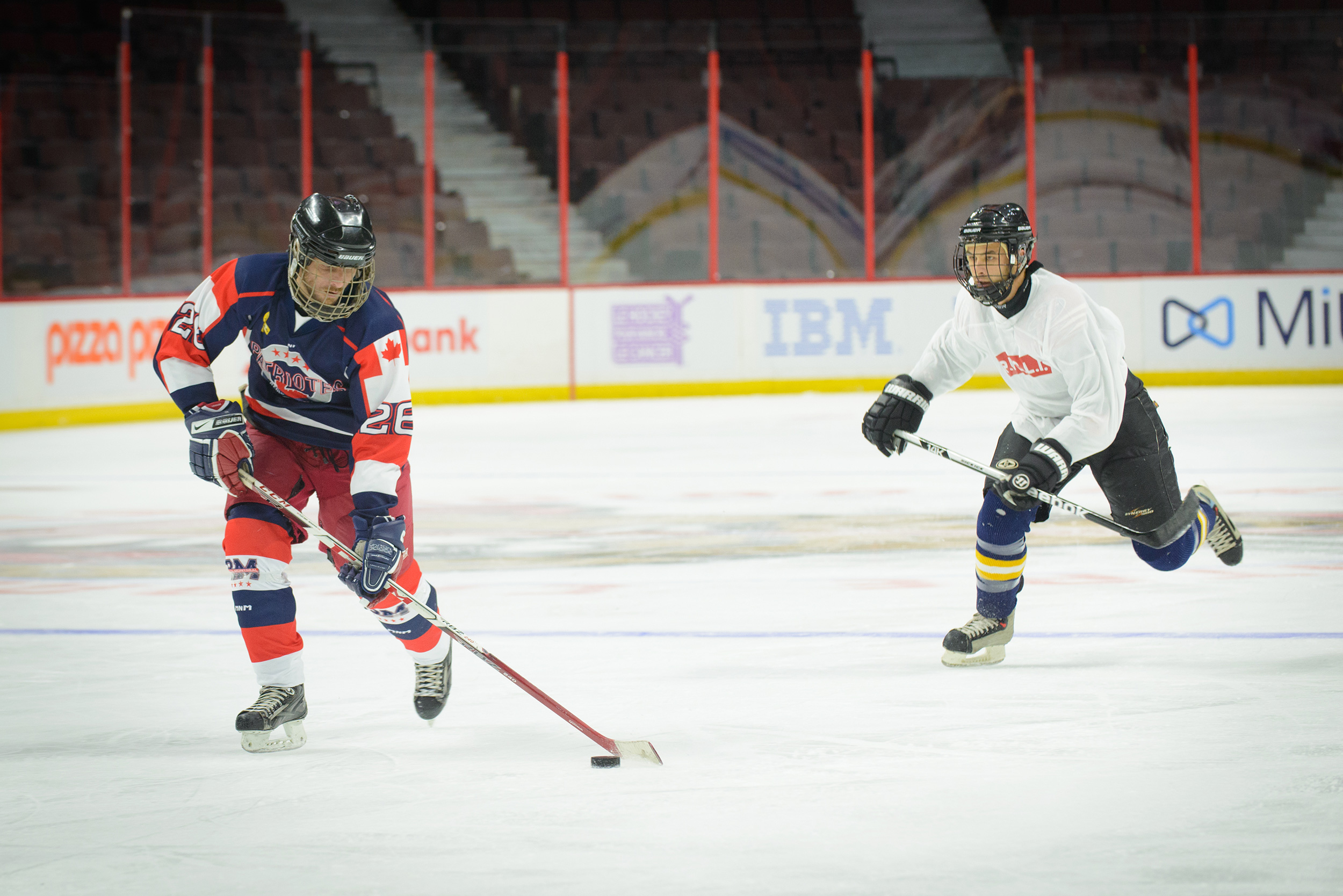 Members of the Princess Patricia's Canadian Light Infantry and the Royal 22e Régiment compete in the 4th annual Imjin Classic hockey game at the Canadian Tire Centre in Ottawa, Ontario on November 5, 2016. The game is co-hosted by the Embassy of the Republic of Korea and the Canadian Army. It is in honour of Canadians who served in the Korean War and played Canada's favourite winter sport on the frozen Imjin River. Photo by: Daniel Merrell, Canadian Forces Support Unit (Ottawa). ©2016 DND/MDN Canada.