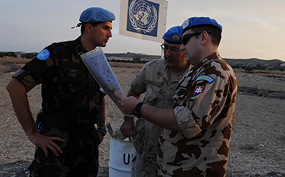Captain Michael Solonynko (centre), Operation and Information Analyst Officer for the United Nations Headquarters in Cyprus, confers with Captain Slovomir Smidl from Slovakia (right), and Lieutenant Laslo Cziko from Hungary on November 24, 2008.