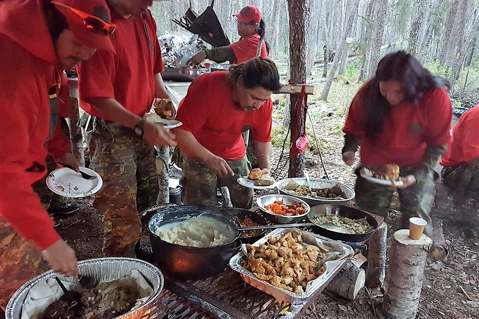 Members of 3rd Canadian Ranger Patrol Group preparing to eat a meal during the training exercise at Quicksand Rapids on the Windigo River on June 22, 2017. Photo: Major Douglas Ferguson, 3rd Canadian Ranger Patrol Group. ©2017 DND-MDN Canada.