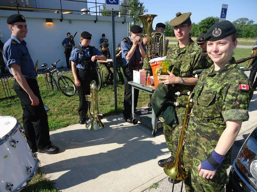 Le caporal Samantha Rohinrger pendant son cours de qualification sur son trombone, à la Base des Forces canadiennes Borden, à l'été 2013. Avant sa qualification, elle devait suivre son instruction élémentaire à Winnipeg. Photo fournie par le caporal Samantha Rohringer, Royal Winnipeg Rifles.