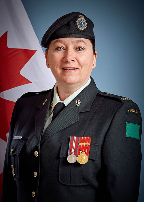 Formal portrait of Chief Warrant Officer Tracy-Ann Fisher, one of the first women in the Canadian Army to hold the position of Regimental Sergeant Major.